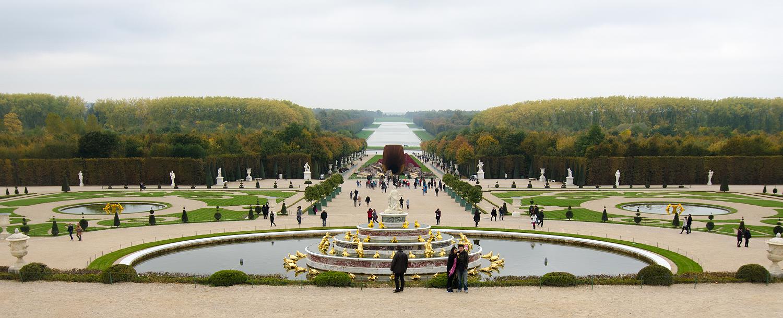 Grün so weit das Auge reicht: Vorne die Gärten, hinten der Park von Versailles.