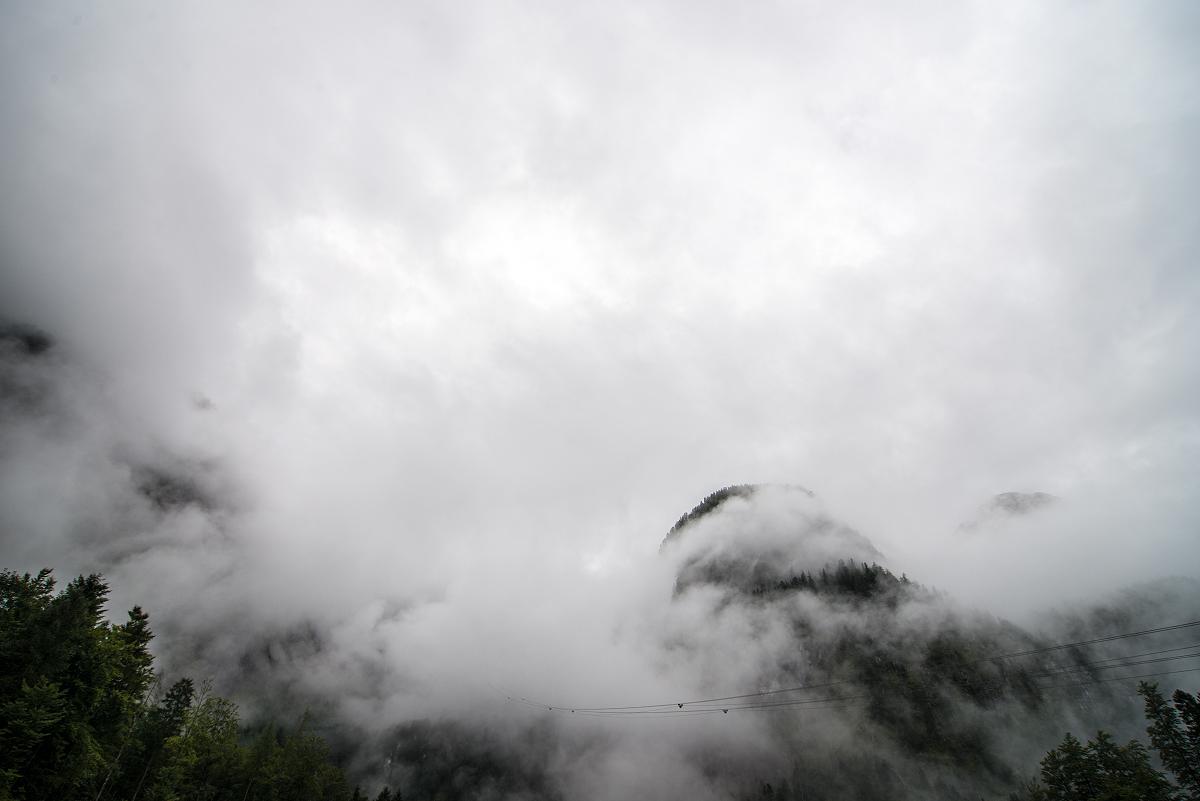 Regentag am Dachstein: Unsere Seilbahn verschwand einfach in den Wolken.