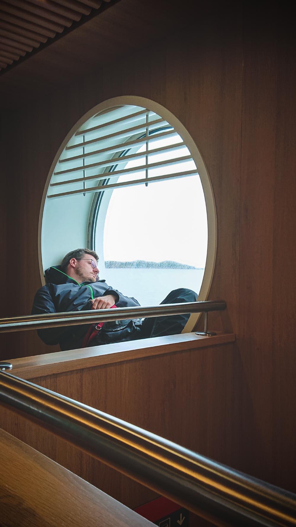 Doch noch geschafft: Wir haben einen Platz auf der Fähre ergattert und schippern von Stornoway nach Ullapool.