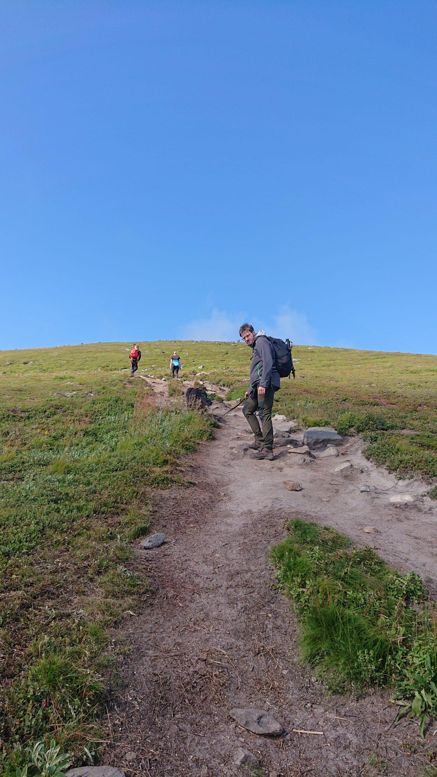 Steil geht es Richtung Gipfel des Offersøykammen